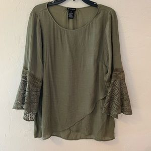 New Direction olive green 🛎 sleeve top XL